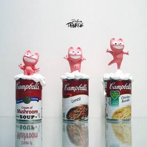 Impressions 3D du Chat Rose de Jérémy Taburchi montées sur de véritables boites de soupes Campbell's